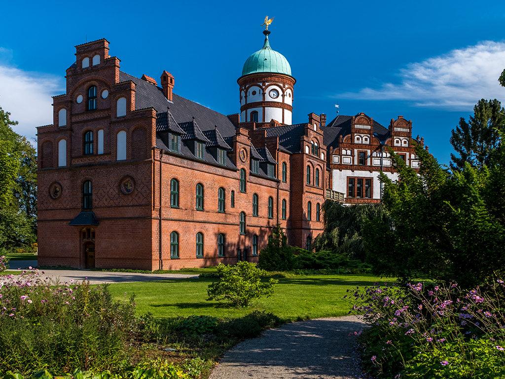 beautiful-fairytale-castle-wiligrad-summer-day